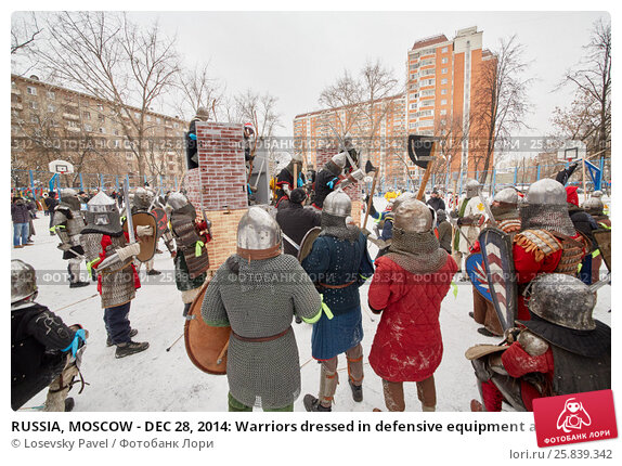 Купить «RUSSIA, MOSCOW - DEC 28, 2014: Warriors dressed in defensive equipment attack castle during historic reenactment battle on Military History maneuvers on Taganka», фото № 25839342, снято 28 декабря 2014 г. (c) Losevsky Pavel / Фотобанк Лори