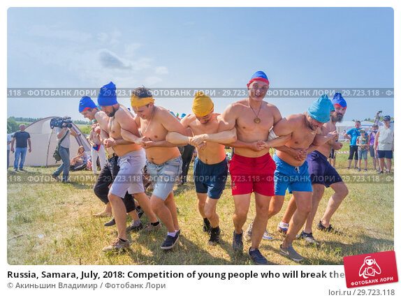 Купить «Russia, Samara, July, 2018: Competition of young people who will break the intertwining of hands .. Ethno-historical festival with the reconstruction of the battle of 1391 (Timur and Tokhtamysh)», фото № 29723118, снято 29 июля 2018 г. (c) Акиньшин Владимир / Фотобанк Лори