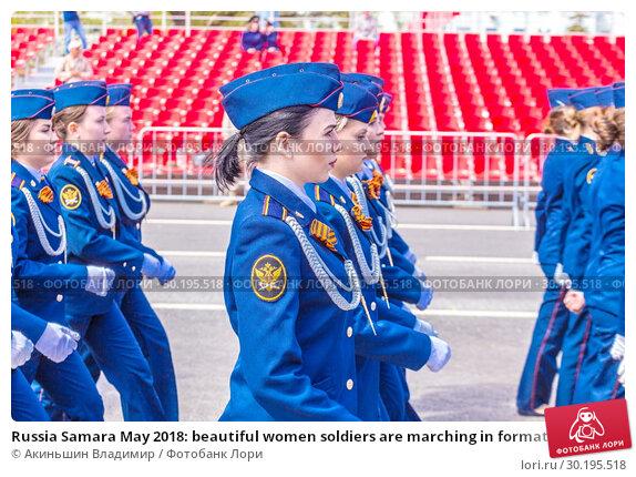 Купить «Russia Samara May 2018: beautiful women soldiers are marching in formation.», фото № 30195518, снято 5 мая 2018 г. (c) Акиньшин Владимир / Фотобанк Лори