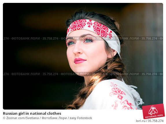 Russian girl in national clothes. Стоковое фото, фотограф Zoonar.com/Svetlana / easy Fotostock / Фотобанк Лори