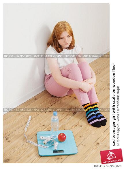 sad teenager girl with scale on wooden floor. Стоковое фото, фотограф Майя Крученкова / Фотобанк Лори