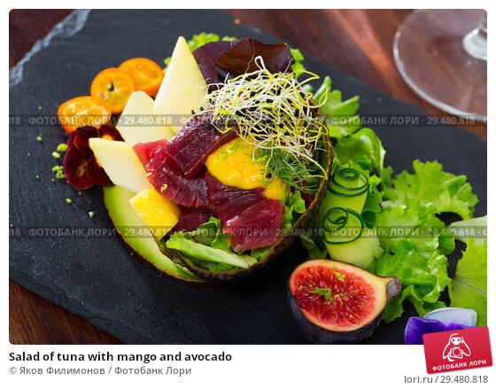 Купить «Salad of tuna with mango and avocado», фото № 29480818, снято 21 апреля 2019 г. (c) Яков Филимонов / Фотобанк Лори