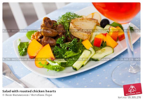Salad with roasted chicken hearts. Стоковое фото, фотограф Яков Филимонов / Фотобанк Лори