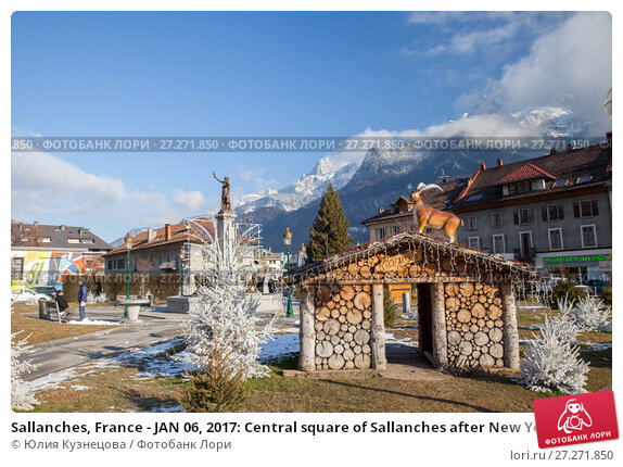 Купить «Sallanches, France - JAN 06, 2017: Central square of Sallanches after New Year's holiday, Arve valley», фото № 27271850, снято 6 января 2017 г. (c) Юлия Кузнецова / Фотобанк Лори