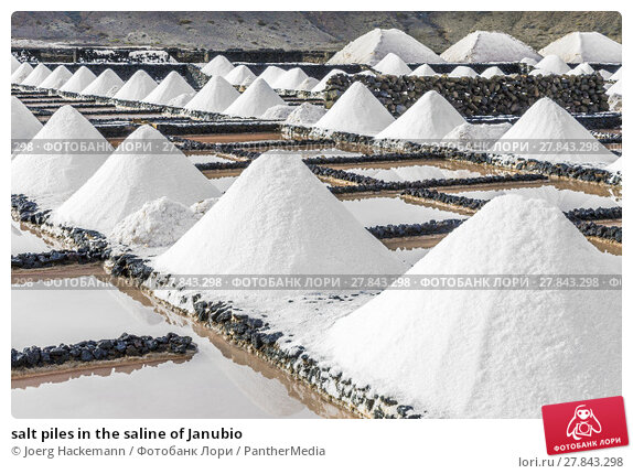 Купить «salt piles in the saline of Janubio», фото № 27843298, снято 26 февраля 2018 г. (c) PantherMedia / Фотобанк Лори