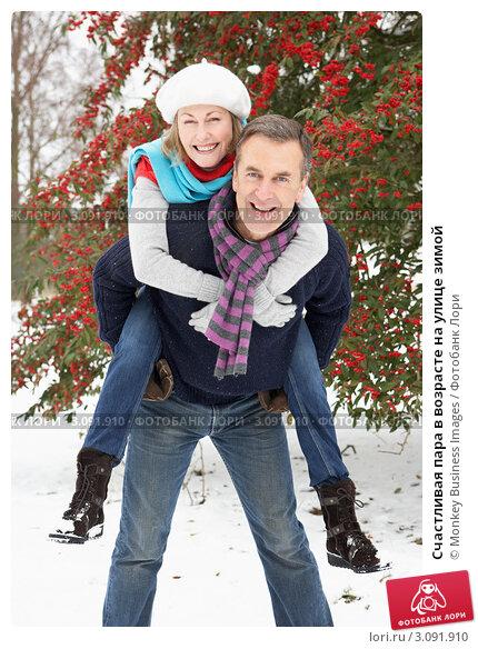 Купить «Счастливая пара в возрасте на улице зимой», фото № 3091910, снято 12 января 2010 г. (c) Monkey Business Images / Фотобанк Лори