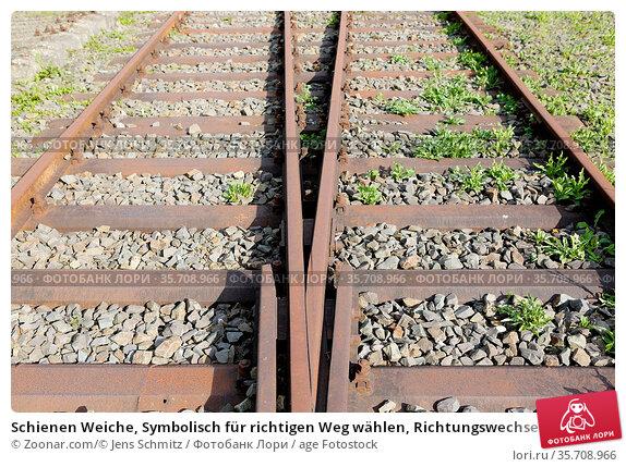 Schienen Weiche, Symbolisch für richtigen Weg wählen, Richtungswechsel... Стоковое фото, фотограф Zoonar.com/© Jens Schmitz / age Fotostock / Фотобанк Лори