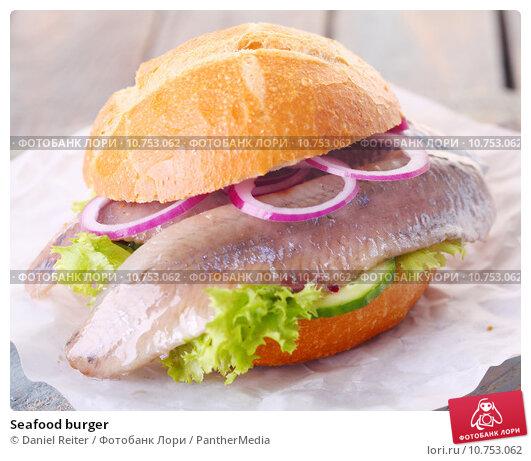 Купить «Seafood burger», фото № 10753062, снято 20 апреля 2019 г. (c) PantherMedia / Фотобанк Лори