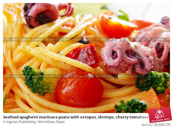Купить «Seafood spaghetti marinara pasta with octopus, shrimps, cherry tomatoes and olives», фото № 28500770, снято 25 апреля 2019 г. (c) Ingram Publishing / Фотобанк Лори