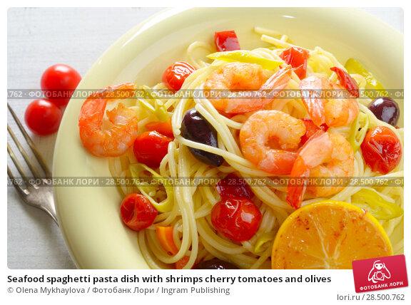 Купить «Seafood spaghetti pasta dish with shrimps cherry tomatoes and olives», фото № 28500762, снято 24 апреля 2019 г. (c) Ingram Publishing / Фотобанк Лори