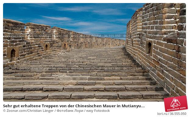 Sehr gut erhaltene Treppen von der Chinesischen Mauer in Mutianyu... Стоковое фото, фотограф Zoonar.com/Christian Länger / easy Fotostock / Фотобанк Лори