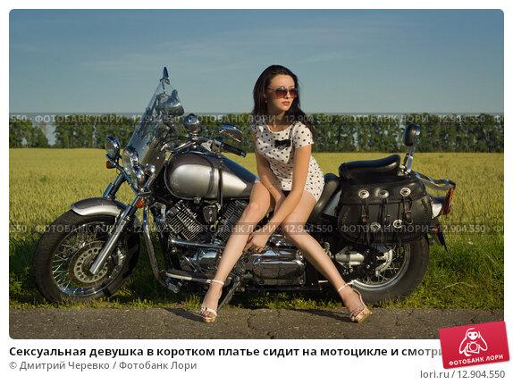 Секси девушка на мотоцикле видео