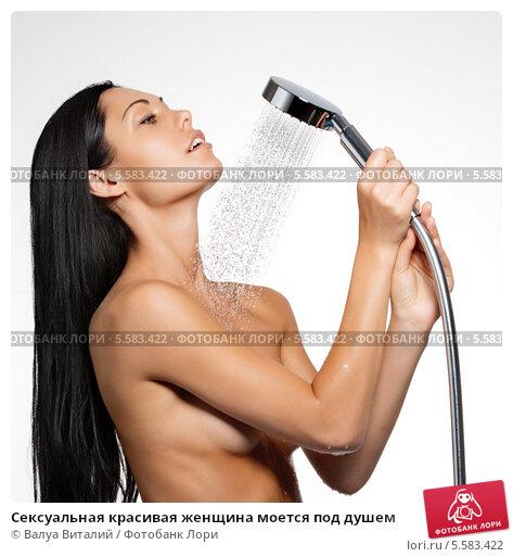 Женщина моется hd
