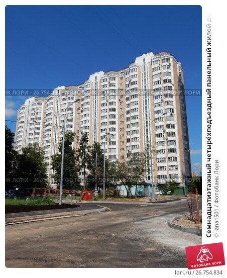 Купить «Семнадцатиэтажный четырёхподъездный панельный жилой дом серии П-44Т, построен в 2006 году. Смольная улица, 51, корпус 1. Район Левобережный. Город Москва», эксклюзивное фото № 26754834, снято 10 августа 2017 г. (c) lana1501 / Фотобанк Лори
