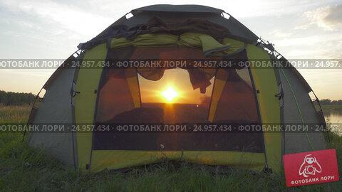 Купить «Setting sun shines through the camping tent», видеоролик № 24957434, снято 30 ноября 2016 г. (c) Михаил Коханчиков / Фотобанк Лори