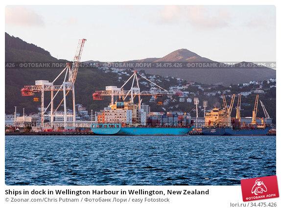 Ships in dock in Wellington Harbour in Wellington, New Zealand. Стоковое фото, фотограф Zoonar.com/Chris Putnam / easy Fotostock / Фотобанк Лори
