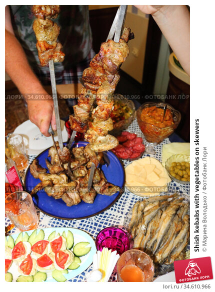 Shish kebabs with vegetables on skewers. Стоковое фото, фотограф Марина Володько / Фотобанк Лори