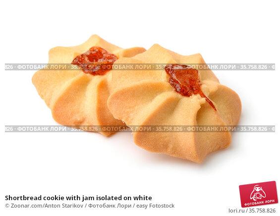 Shortbread cookie with jam isolated on white. Стоковое фото, фотограф Zoonar.com/Anton Starikov / easy Fotostock / Фотобанк Лори
