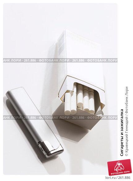 Купить «Сигареты и зажигалка», фото № 261886, снято 13 ноября 2005 г. (c) Кравецкий Геннадий / Фотобанк Лори