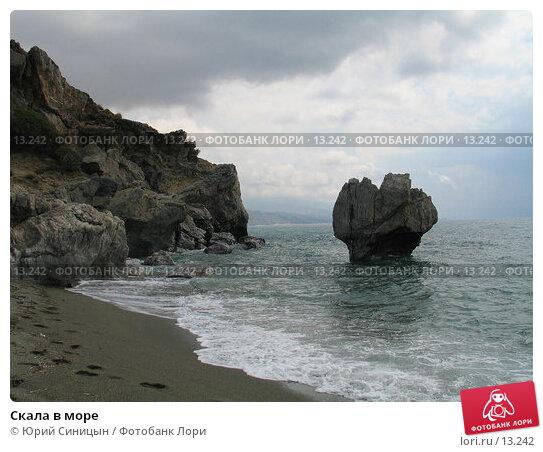 Скала в море, фото № 13242, снято 24 сентября 2006 г. (c) Юрий Синицын / Фотобанк Лори