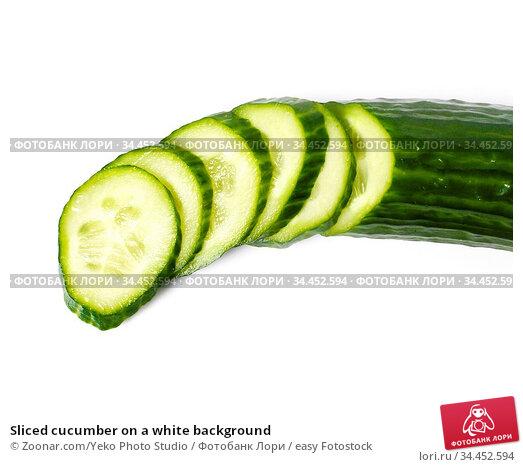 Sliced cucumber on a white background. Стоковое фото, фотограф Zoonar.com/Yeko Photo Studio / easy Fotostock / Фотобанк Лори