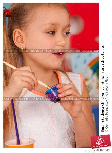 Купить «Small students children painting in art school class.», фото № 28169542, снято 25 марта 2017 г. (c) Gennadiy Poznyakov / Фотобанк Лори