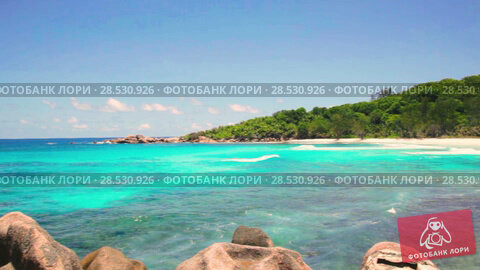 Купить «Small waves and white beach at Seychelles islands. La Digue, Anse Cocos», видеоролик № 28530926, снято 4 июня 2018 г. (c) Mikhail Starodubov / Фотобанк Лори