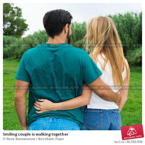 Smiling couple is walking together. Стоковое фото, фотограф Яков Филимонов / Фотобанк Лори