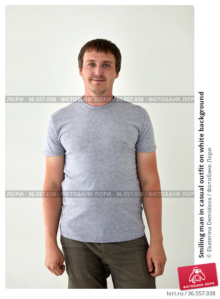 Smiling man in casual outfit on white background. Стоковое фото, фотограф Ekaterina Demidova / Фотобанк Лори