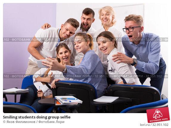 Smiling students doing group selfie. Стоковое фото, фотограф Яков Филимонов / Фотобанк Лори