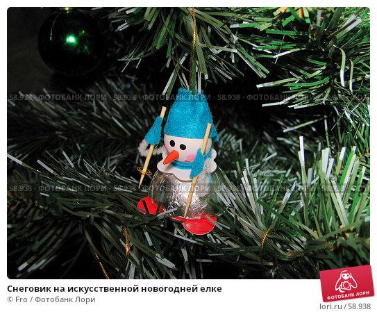 Снеговик на искусственной новогодней елке, фото № 58938, снято 24 декабря 2006 г. (c) Fro / Фотобанк Лори