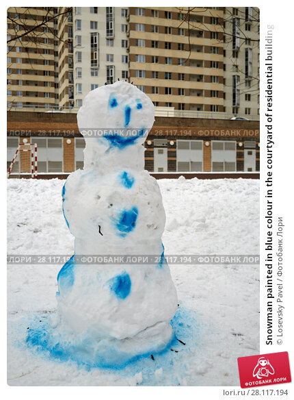Купить «Snowman painted in blue colour in the courtyard of residential building», фото № 28117194, снято 23 февраля 2016 г. (c) Losevsky Pavel / Фотобанк Лори