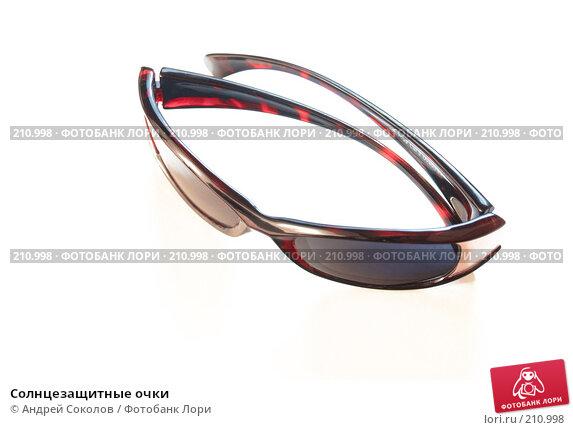 Купить «Солнцезащитные очки», фото № 210998, снято 22 февраля 2008 г. (c) Андрей Соколов / Фотобанк Лори