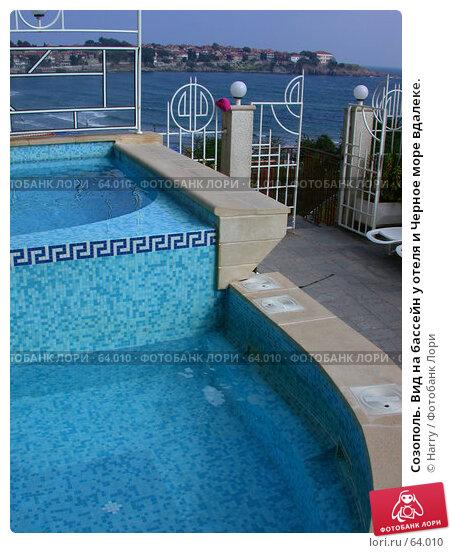 Созополь. Вид на бассейн у отеля и Черное море вдалеке., фото № 64010, снято 25 сентября 2003 г. (c) Harry / Фотобанк Лори