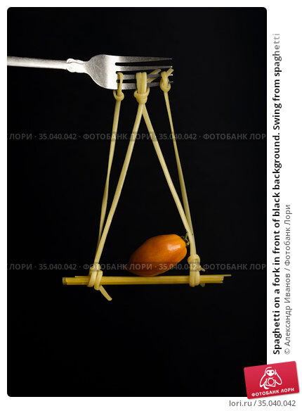 Spaghetti on a fork in front of black background. Swing from spaghetti. Стоковое фото, фотограф Александр Иванов / Фотобанк Лори