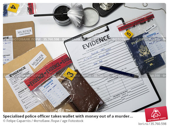 Specialised police officer takes wallet with money out of a murder... Стоковое фото, фотограф Felipe Caparrós / age Fotostock / Фотобанк Лори