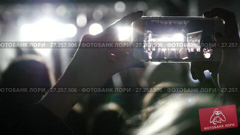 Купить «Spectators at the music concert shooting video on the smartphone», видеоролик № 27257506, снято 3 августа 2020 г. (c) Константин Шишкин / Фотобанк Лори