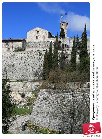 Купить «Средневековый итальянский замок, крепость», фото № 221506, снято 21 ноября 2017 г. (c) Demyanyuk Kateryna / Фотобанк Лори