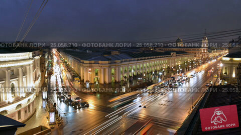 St. Petersburg time-lapse photography view of the Gostinniy Dvor, Nevsky Prospekt and Sadovaya Street (2016 год). Стоковое видео, видеограф Владимир Ковальчук / Фотобанк Лори