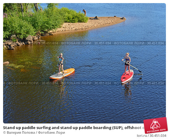 Stand up paddle surfing and stand up paddle boarding (SUP), offshoot of surfing. Оулу, Финляндия (2018 год). Редакционное фото, фотограф Валерия Попова / Фотобанк Лори