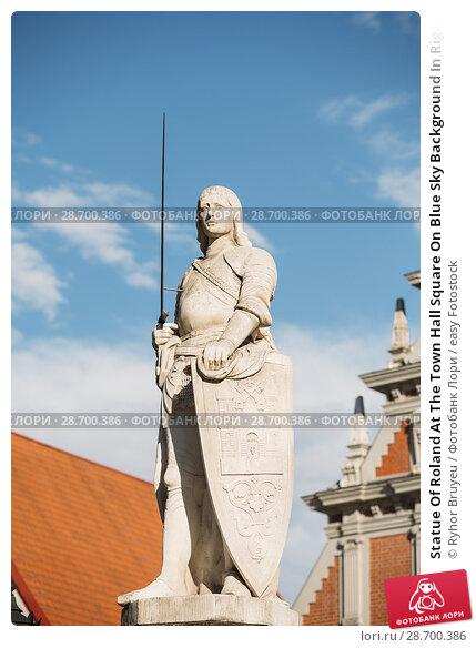 Купить «Statue Of Roland At The Town Hall Square On Blue Sky Background In Riga, Latvia. Famous Landmark. Old Architecture. Travel Destination.», фото № 28700386, снято 1 июля 2016 г. (c) easy Fotostock / Фотобанк Лори