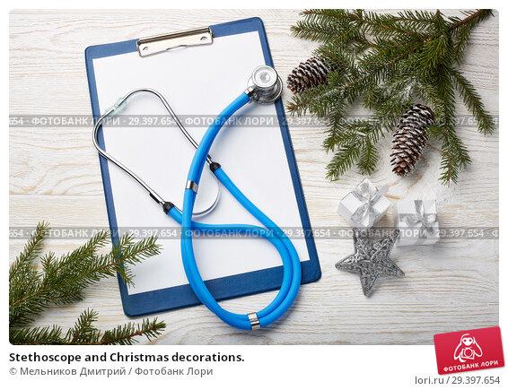 Купить «Stethoscope and Christmas decorations.», фото № 29397654, снято 4 ноября 2018 г. (c) Мельников Дмитрий / Фотобанк Лори