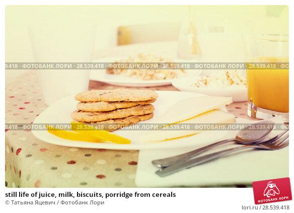 Купить «still life of juice, milk, biscuits, porridge from cereals», фото № 28539418, снято 26 октября 2016 г. (c) Татьяна Яцевич / Фотобанк Лори