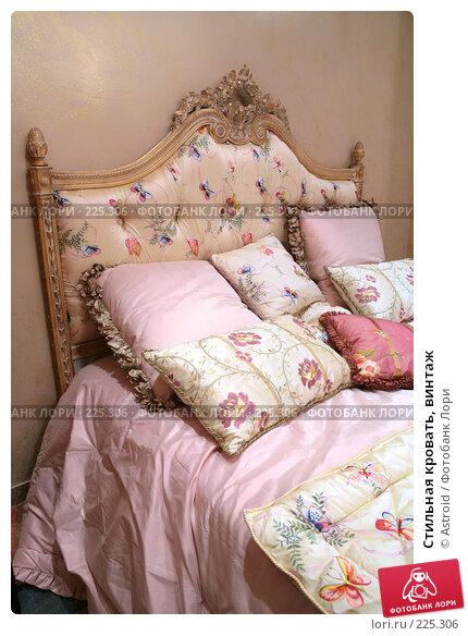 Стильная кровать, винтаж, фото № 225306, снято 7 марта 2008 г. (c) Astroid / Фотобанк Лори