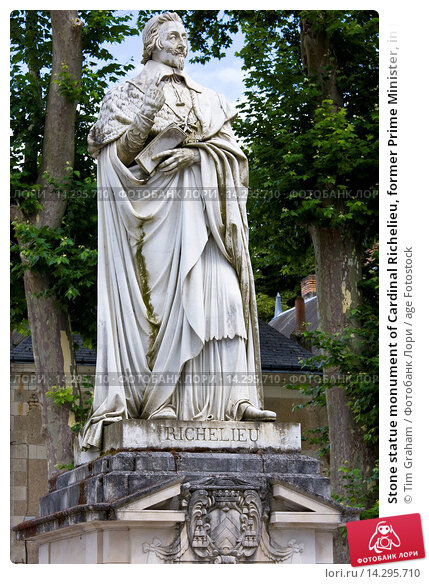 Купить «Stone statue monument of Cardinal Richelieu, former Prime Minister, in the town of Richelieu, France», фото № 14295710, снято 16 февраля 2019 г. (c) age Fotostock / Фотобанк Лори