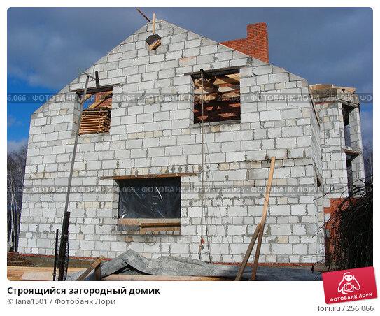 Строящийся загородный домик, эксклюзивное фото № 256066, снято 1 марта 2008 г. (c) lana1501 / Фотобанк Лори