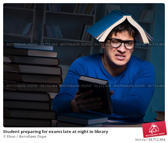 Student preparing for exams late at night in library. Стоковое фото, фотограф Elnur / Фотобанк Лори