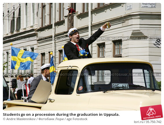 Students go on a procession during the graduation in Uppsala. (2006 год). Редакционное фото, фотограф Andre Maslennikov / age Fotostock / Фотобанк Лори