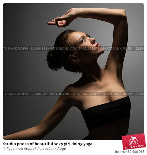 Studio photo of beautiful sexy girl doing yoga. Стоковое фото, фотограф Гурьянов Андрей / Фотобанк Лори
