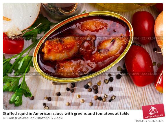 Купить «Stuffed squid in American sauce with greens and tomatoes at table», фото № 32473378, снято 21 января 2020 г. (c) Яков Филимонов / Фотобанк Лори